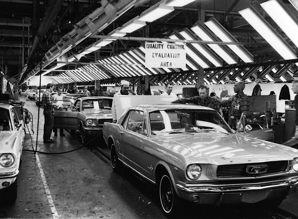 Ford-Mustang-assembly-line-b
