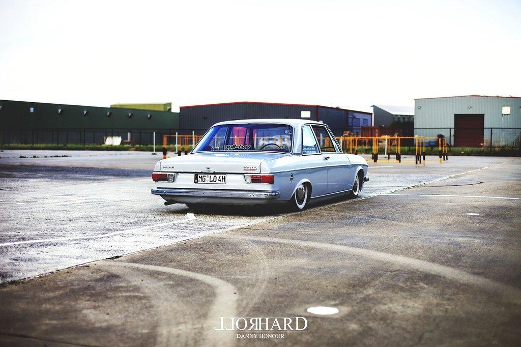 Прекрасная незнакомка - Audi 100Ls 1971 - audi старая