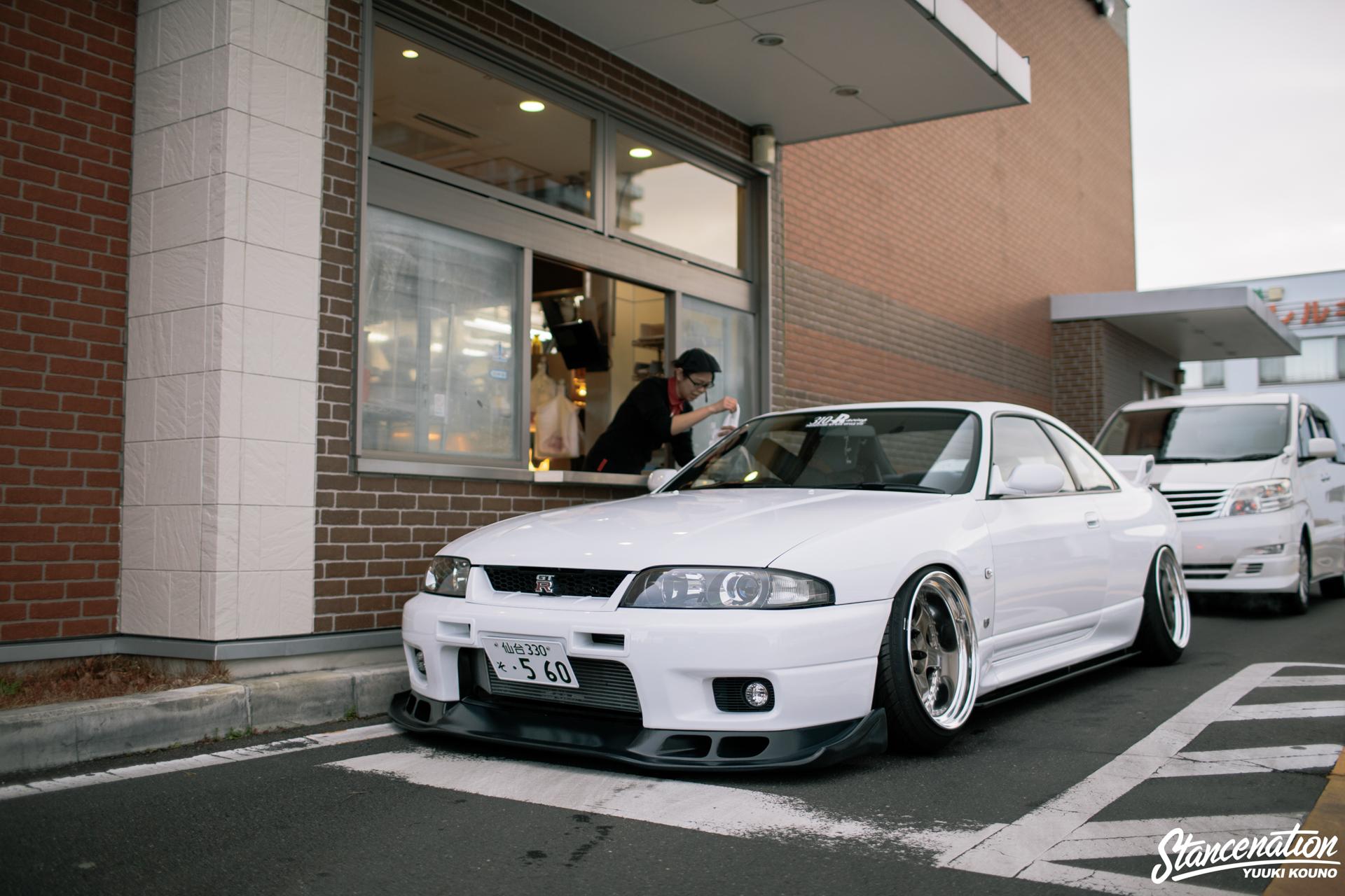 Гордость Японии - белоснежный Nissan Skyline R33