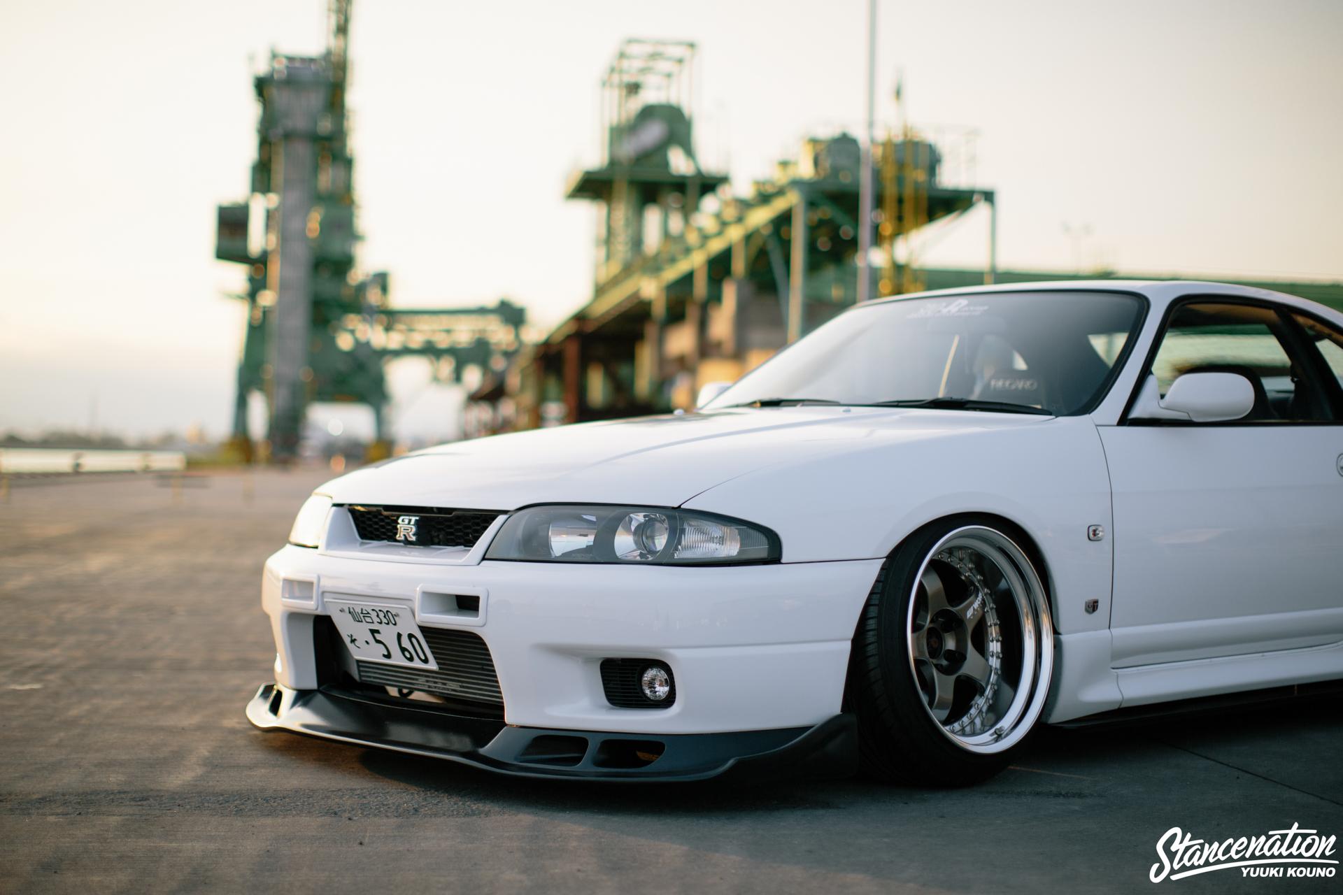 Гордость Японии - белоснежный Nissan Skyline R33 25