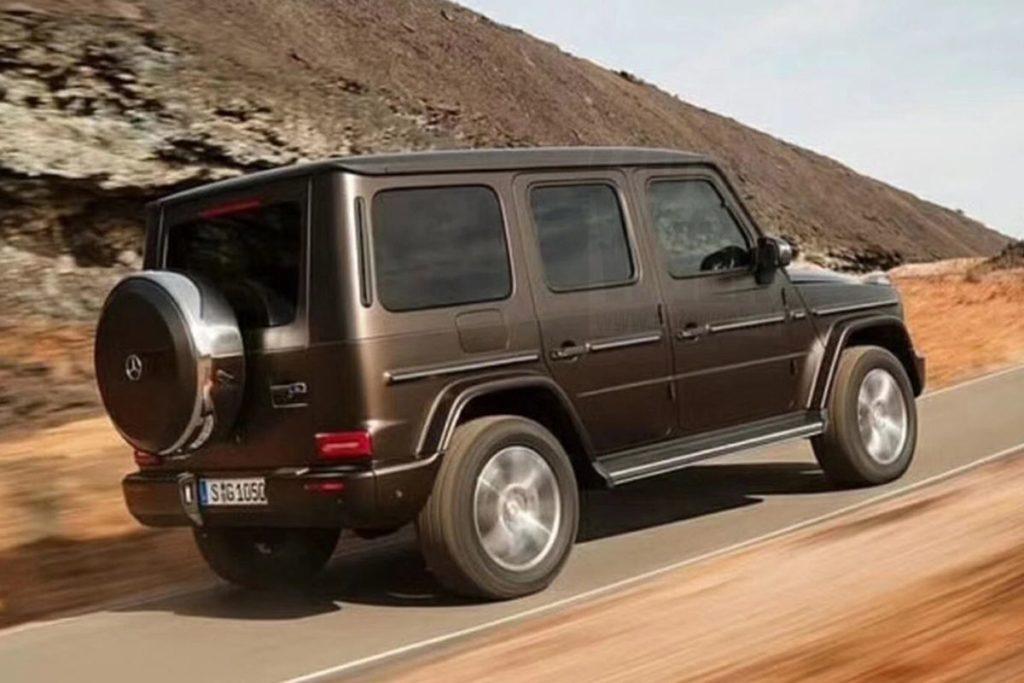 Mercedes опубликовал снимок с пустынными тестами нового G-Class