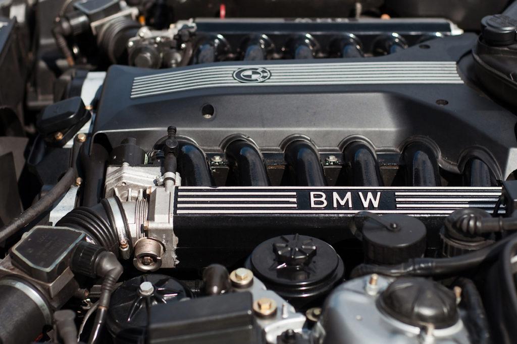 BMW e34 v12 M5 - Чистая работа!