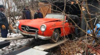 В заброшенном сарае нашли старинный Mercedes без пробега