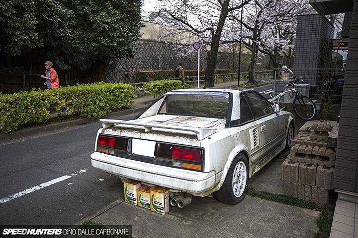 Toyota MR2 10 лет простоявшая на улице в Токио