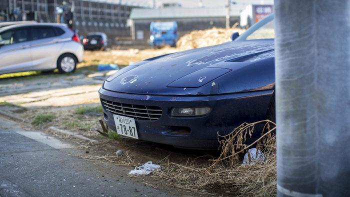 Заброшенная Феррари, 10 лет простоявшая на улице в Токио
