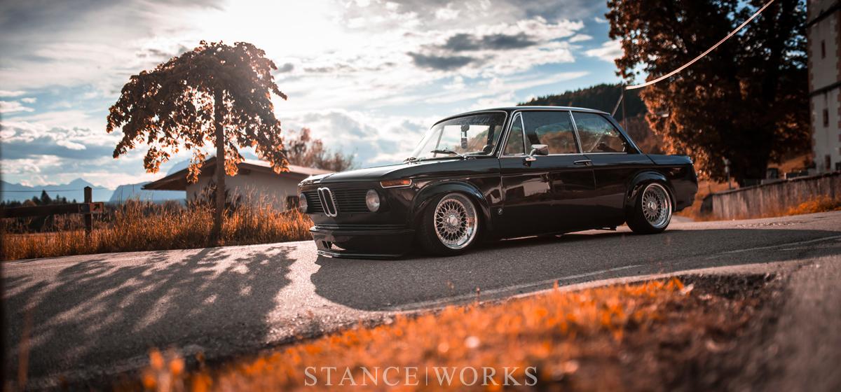 Черный цвет, полированные колеса BBS RS - BMW 2002 TII 1973 года