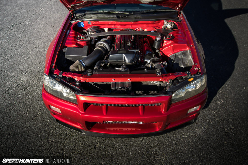 Nissan skyline r34 tuning