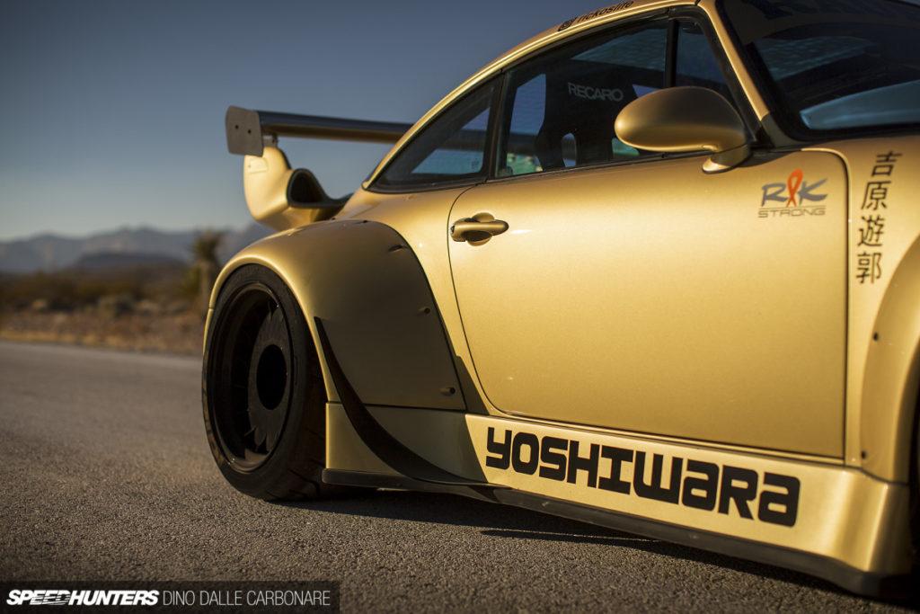 Золотой Porsche 911 Type 993 Targa RWB