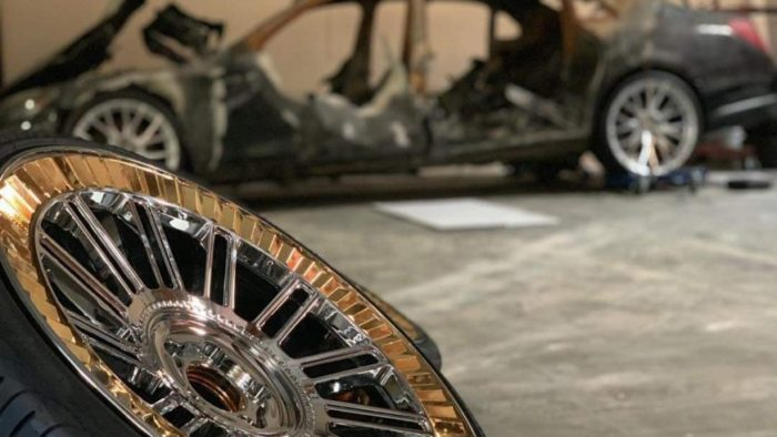 Сгоревший дотла Maybach стал звездой крутого автошоу