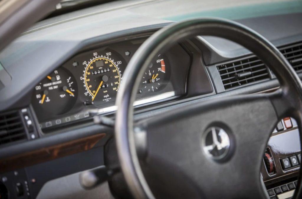 Мистер Бин во второй раз продает свой Mercedes-Benz 500E